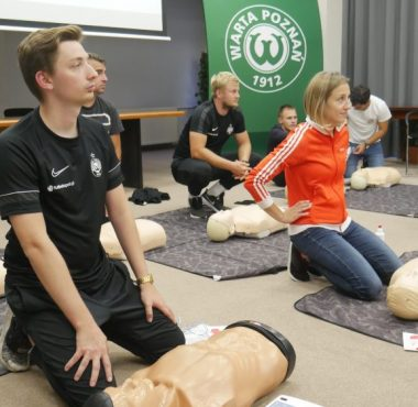 Trenerzy Akademii Warty Poznań przeszli kurs pierwszej pomocy